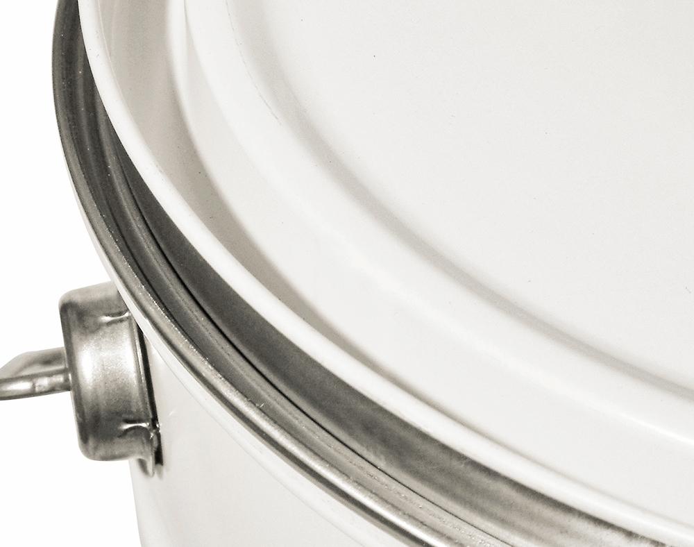 Couvercle à pression qui s'adapte à la production en série. Le façonnage du couvercle favorise l'empilage et l'ajustement automatique.