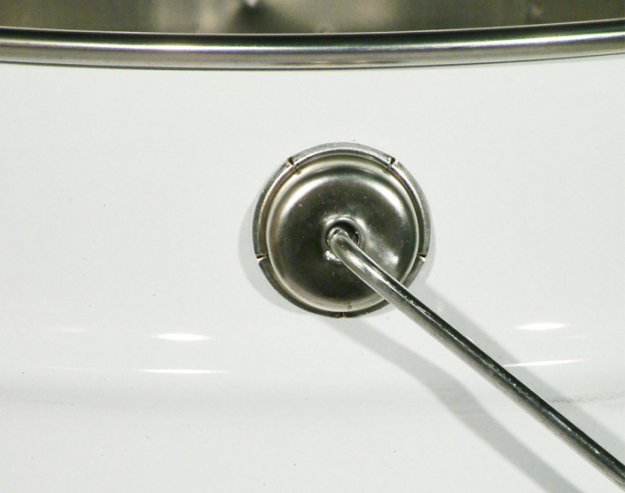 Oscillating handle for conical pails only.