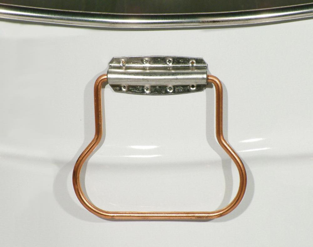 Poignées latérales applicables sur les seaux coniques série 305 seulement.